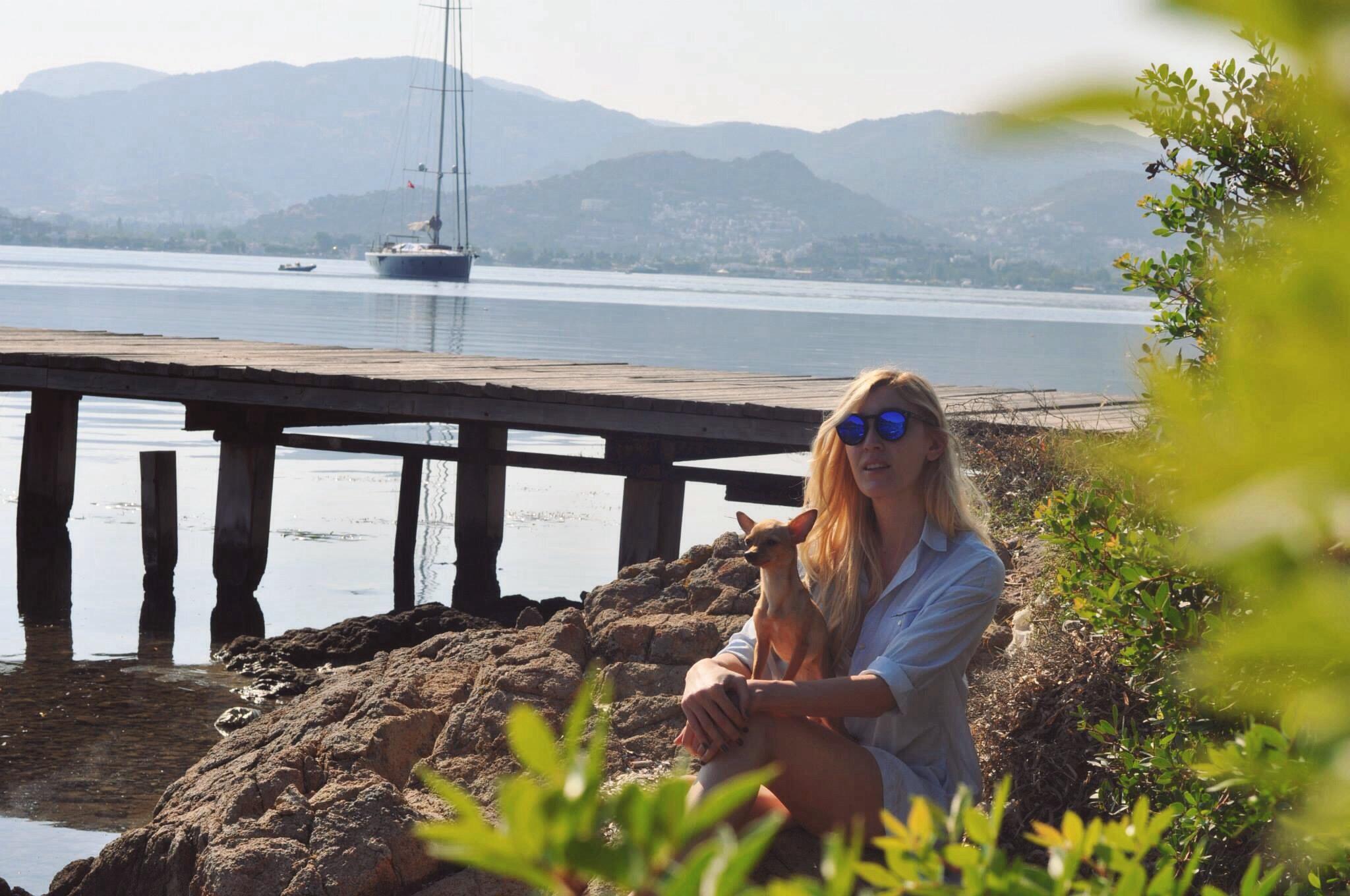 deniz,kum,gunes,burcu,ozcan,chihuahua_mira,illesteva,sunglasses (1)