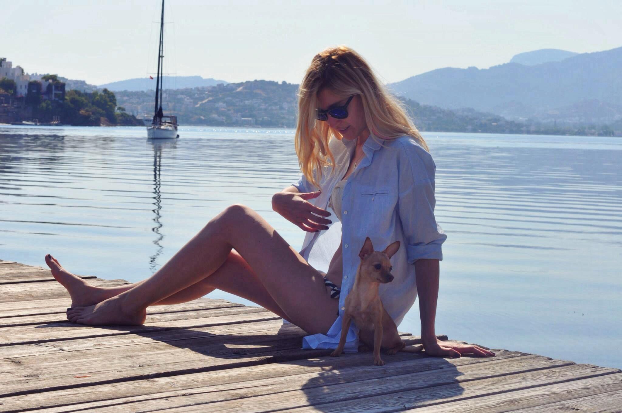 deniz,kum,gunes,burcu,ozcan,chihuahua_mira,illesteva,sunglasses (15)