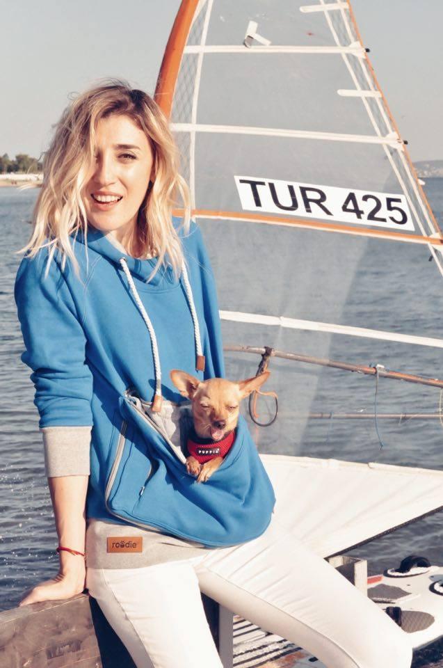 burcu-ozcan-roodie-hoodie-pet-chihuahua-mira-pet-tasima-sweatshirt-4